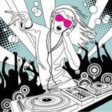 Fille de jockey de disque avec un mélangeur du DJ et les gens dansant à une partie illustration de vecteur