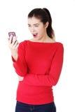 Fille de l'adolescence à l'aide du téléphone portable Photos stock
