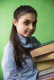 Fille de l'adolescence avec la pile de livres Image stock