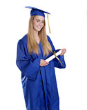 Fille de l'adolescence dans le capuchon et la robe de graduation Photo stock