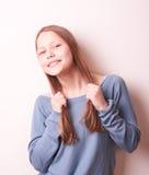 Fille de l'adolescence de sourire mignonne Image stock