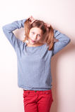Fille de l'adolescence de sourire mignonne Photographie stock libre de droits