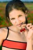 Fille de l'adolescence de verticale avec la cerise Photographie stock libre de droits