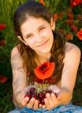 Fille de l'adolescence de verticale avec le pavot Image libre de droits
