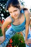Fille de l'adolescence de verticale avec le pavot Photographie stock libre de droits