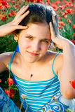 Fille de l'adolescence de verticale avec le pavot Photographie stock
