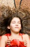 Fille de l'adolescence de verticale en rouge Photo libre de droits