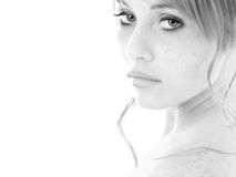 Fille de l'adolescence de verticale noire et blanche Image stock