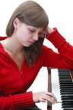 Fille de l'adolescence jouant le piano Photographie stock libre de droits