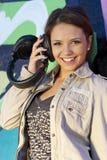 Fille de l'adolescence mignonne avec des écouteurs Photographie stock libre de droits