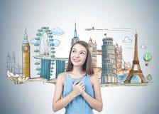 Fille de l'adolescence rêvant du voyage Photo libre de droits