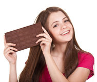 Fille de l'adolescence retenant le grand bar de chocolat Image stock
