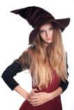 Fille de l'adolescence utilisant le costume de sorcière de veille de la toussaint Photographie stock libre de droits