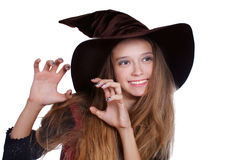 Fille de l'adolescence utilisant le costume de sorcière de veille de la toussaint image libre de droits