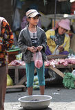 Fille de l'Asie de marché de nourriture du Cambodge Photo stock