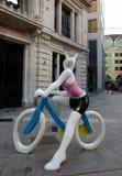 Fille de lapin sur le vélo Photo libre de droits