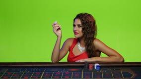 Fille de luxe invitée à offrir dans la roulette clips vidéos