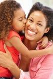 Fille de métis embrassant la mère Photographie stock libre de droits