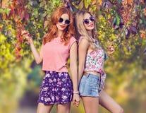 Fille de mode, Autumn Outfit élégant Nature extérieure Images stock