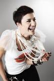 Fille de mode avec des colliers de perle photos stock