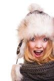 Fille de mode d'hiver dans le chapeau de fourrure faisant l'amusement d'isolement images libres de droits