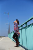Fille de mode sur le pont Photos stock