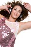 Fille de musique d'écouteurs photo stock