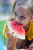 Fille de pastèque Photographie stock libre de droits