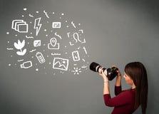 Fille de photographe capturant les icônes et les symboles blancs de photographie illustration stock