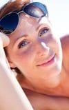 Fille de plage d'été photos stock