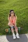Fille de planche à roulettes de Ksenia Images stock