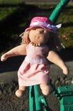 Fille de poupée dans une robe rose Image stock