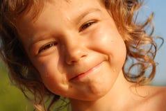 Fille de quatre ans avec des baisses sur le visage Images stock
