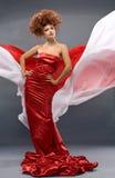 Fille de roux de beauté dans la robe de mode Images stock