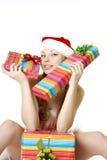Fille de Santa avec des présents sur le fond blanc Photographie stock