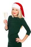 Fille de Santa dans la robe verte souriant avec un verre de champagne Photo stock