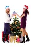Fille de Santa de Noël deux avec le cadeau Photographie stock libre de droits