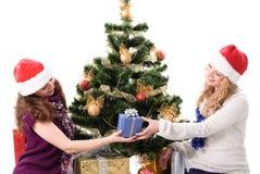 Fille de Santa de Noël deux avec le cadeau Photographie stock