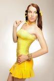 Fille de sexe dans une robe jaune Photographie stock
