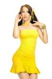 Fille de sexe dans une robe jaune Photos stock