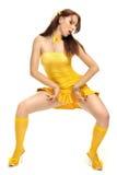 Fille de sexe dans une robe jaune image libre de droits