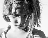 Fille de six ans affichant l'émotion intense Photo libre de droits