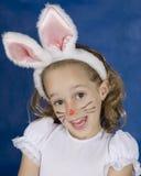 Fille de Smilling avec le lapin Photos stock