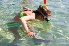 Fille de Snorkling photographie stock