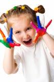 Fille de sourire avec les paumes peintes par une peinture. Photographie stock