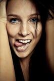 Fille de sourire d'émotion jeune photos stock