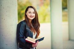 Fille de sourire d'étudiant image libre de droits