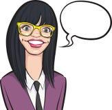 Fille de sourire de ballot de bande dessinée en verres avec la bulle de la parole Photo stock