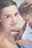Fille de sourire de mère et d'adolescent Concept de la famille toned Photos libres de droits