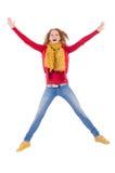 Fille de sourire mignonne dans la veste rouge et des jeans d'isolement Photographie stock
